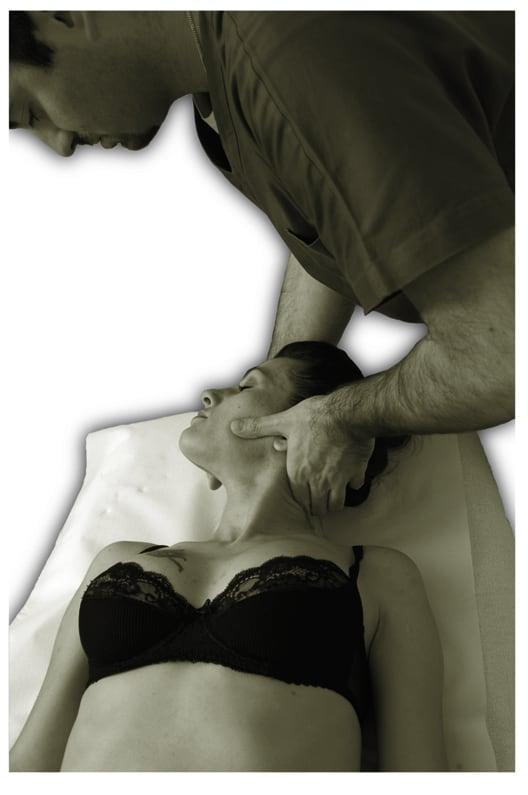 osteopatia viscerale massaggio reflusso gastroesofageo cicatrici osteopatia dolore male collo schiena manipolazioni al alla